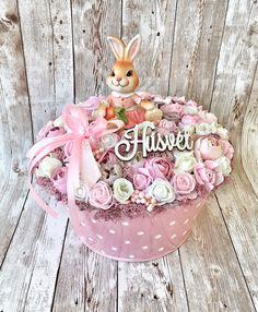 Diy Wreath, Door Wreaths, Summer Wreath, Dessert Table, Easter Crafts, Happy Easter, Floral Arrangements, Table Decorations, Christmas Ornaments