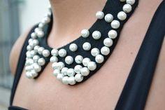 DIY accessories    VIA: www.ireneccloset.com    #black #diy #pearls #accessories #collar #fashion