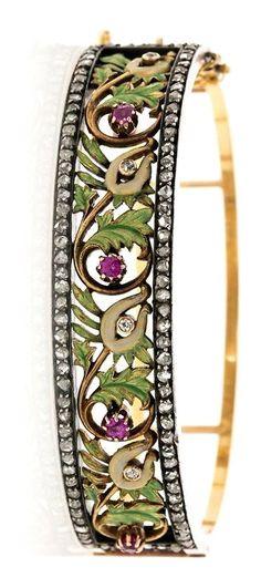 Attributed to Lluís Masriera Rosés. Floral bracelet with enamel and precious stones, circa 1905