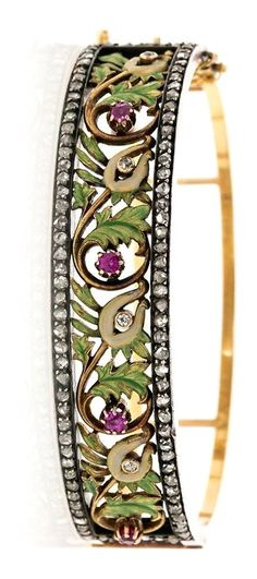 Attributed to Lluís Masriera Rosés. Floral bracelet with enamel and precious stones, circa 1905