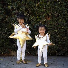 Twinkle, twinkle little star and Twinkle, twinkle shooting star! ⭐️💫 (👀 our full fam costume Kids Star Costume, Nativity Star Costume, Diy Halloween Costumes For Kids, Christmas Costumes, Nursery Rhyme Costume, Star Fancy Dress, Space Costumes, Baby Kostüm, Flower Costume