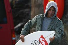 Kelly Slater: Waveriders Cast bio « Waveriders: On DVD now! Surfer Boys, Soul Surfer, Hot Surfers, Kelly Slater, Ticket To Ride, Skate Surf, Surf Trip, Mans World, Surfs Up