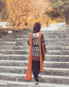 Quotes and Whatsapp Status videos in Hindi, Gujarati, Marathi Simple Pakistani Dresses, Pakistani Dress Design, Pakistani Outfits, Simple Dresses, Pakistani Clothing, Beautiful Dresses, Casual Dresses, Cute Girl Poses, Cute Girl Photo