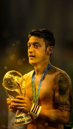 Ozil Mesut, Mesut Ozil Arsenal, Arsenal Fc, Arsenal Wallpapers, Messi And Ronaldo, Sports Personality, Cute Girl Wallpaper, Invisible Man, Football Wallpaper