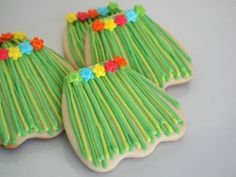 Grass Hula Skirt Sugar Cookies using Wedding Dress Cookie Cutter - Great favors for a luau party! Hawaiian Cookies, Luau Cookies, Summer Cookies, Iced Cookies, Royal Icing Cookies, Cupcake Cookies, Cupcakes, Fancy Cookies, Custom Cookies