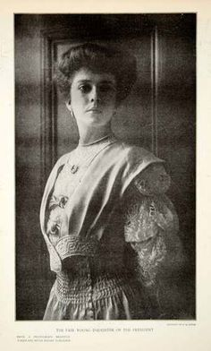 1906 Print of Alice Roosevelt daughter of President Roosevelt. Alice Roosevelt, Roosevelt Family, President Roosevelt, Theodore Roosevelt, Michael Doyle, Female Portrait, Woman Portrait, Vintage Photographs, Business Women