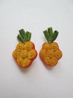Vintage 1940s Novelty Straw Raffia Pineapple Earrings