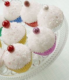 cupcake ornaments...I made these for Elli's 3rd birthday as thank you gifts/favors and they were adorable!