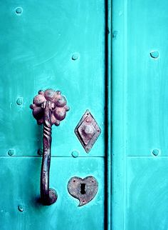 Turquoise // Two Pink Doors Turquoise Door, Shades Of Turquoise, Shades Of Blue, Teal, Aqua Door, Old Doors, Windows And Doors, Tiffany Blue, Door Knobs And Knockers