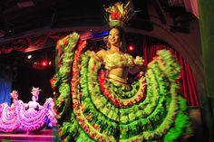 A pesar de que siempre ha estado en algunos aspectos, un escalón por debajo del mítico Cabaret Tropicana, hay ciertos valores que convierten al Parisién en una buena opción para pasar una noche divertida en La Habana.