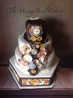 Love this stunning cake by one of our members, The mixing bowl cakery!