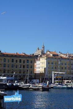 La vu de Notre-Dame de la Garde vue du Vieux Port de #Marseille ! #Provence #visiter #vacances #voyage