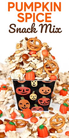 This sweet and salty Pumpkin Spice Snack Mix is the perfect fall treat!! #pumpkinspicesnackmix #pumpkinspice Pumpkin Oatmeal Cookies, Pumpkin Spice Muffins, Pumpkin Breakfast, Pumpkin Dessert, Pumpkin Recipes, Fall Recipes, Charcuterie Board Meats, Moist Pumpkin Bread, Spiced Cider