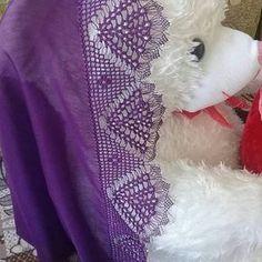 Yapanın ellerine sağlık  ALINTI MODEL SİPARİŞ ALIYORUM HANIMLAR Chrochet, Knit Crochet, Knit Shoes, Needle Lace, Sweater Design, Knitted Shawls, Knitting Socks, Hand Embroidery, Elsa