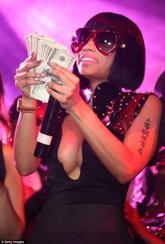 Nicki Minaj /look at my girl Nicki Minja, Nicki Minaj Barbie, Nicki Minaj Outfits, Nicki Minaj Pictures, Nicki Minaj Wallpaper, Rap, Pink Wig, Balayage Hair Blonde, Pretty Black Girls