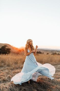 Leanne Marshall - The City Blonde Prom Photos, Prom Pictures, Girl Photos, Dresses For Engagement Pictures, Debut Photoshoot, Leanne Marshall, Foto Casual, Senior Picture Outfits, Engagement Photo Inspiration