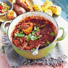 A quick and easy chilli con carne recipe from Jamie Oliver. Simple chilli con carne is a favourite, and this one's a real crowd-pleaser. Jamie's Recipes, Mince Recipes, Chili Recipes, Slow Cooker Recipes, Mexican Food Recipes, Cooking Recipes, Recipies, Save With Jamie Recipes, Chilli Beef Recipe