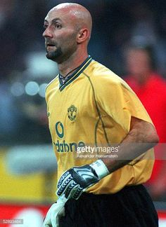 Manchester United 2000 Pictures and Photos Buffon Goalkeeper, Fabien Barthez, Manchester United Football, Professional Football, Old Trafford, Man United, Premier League, The Unit, Mens Tops