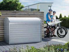 You need a metal dustbin box or a bicycle garage? Find out the advantages of the StoreMax here. Garage Velo, Bicycle Garage, Bike Shed, Cycle Storage, Shed Storage, Storage Spaces, Gazebo, Pergola Carport, Outdoor Bike Storage