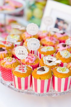 #candybar Verrückte pink-grüne Spätsommerhochzeit auf der Mittelburg   Hochzeitsblog - The Little Wedding Corner