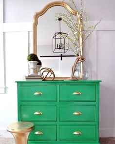 Love this green dresser <3