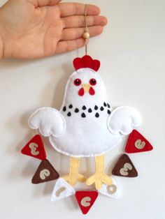 Felt chicken with welcome bunting Wall hanging by iManuFatti, €13.00  not a pattern, but pretty stinkin cute!