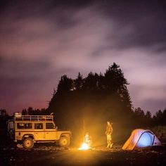 .4wd camping with campfire