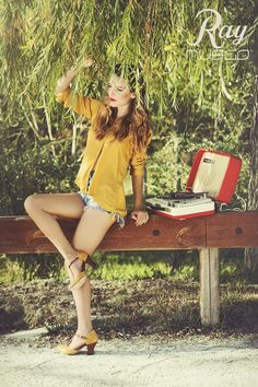 lookbook verano 2015 - RAY MUSGO Zapatos ecologicos de mujer #heels #tacones #zapatos #dancing #dance #tocadiscos #music #musica #moda #sostenible #etica #green #fashion #ethicalfashion Bags, Fashion, Record Player, Shoe Collection, Sustainable Fashion, Clogs, Spring Summer 2015, Heels, Musica