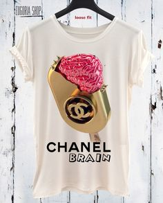 Eugoriashop has amazing fashionable t-shirts, casual pop art fashion tee for every one. Handmade design Tops for everyone who want to be different. Handmade t-shirts made with love from us for you. Pop Art Fashion, Fashion 101, Fashion Tips For Women, Fashion Brand, Love Fashion, Chanel Shirt, Mode Style, Printed Shirts, Shirt Designs