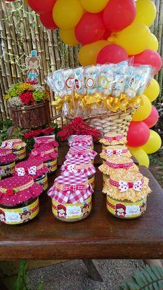 Festa Chapeuzinho Vermelho: potes decorados para doces e pirulitos de marshmallow