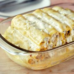 Light cannelloni recipe with chicken, broccoli and mushrooms, all covered with garlic dip. (in Polish)