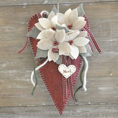 Cuore Addobbato in Kit.Comprende tutto il materiale per realizzare tale decorazione Easy Christmas Ornaments, Christmas Bells, Felt Christmas, Christmas Projects, Christmas Holidays, Xmas, Valentine Decorations, Christmas Decorations, Unicorn Ornaments