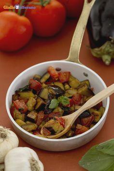 Le #melanzane a funghetto (stir fried diced eggplant) si possono gustare tiepide o fredde e sono ideali anche per insaporire la #pasta! #ricetta #GialloZafferano #italianfood #italianrecipe