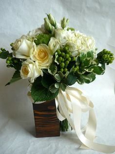 classic white and green bridal bouquet  www.labellumflowers.com