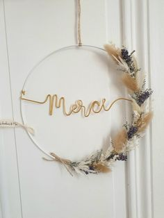Wreath Crafts, Diy Wreath, Flower Crafts, Diy Crafts Jewelry, Diy Home Crafts, Fleurs Diy, Floral Hoops, Deco Floral, Easy Home Decor