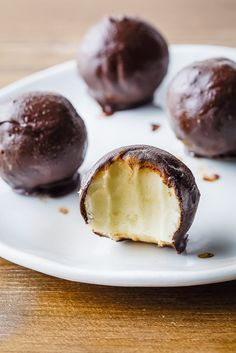 Paleo ice cream truffles are the perfect dessert – subtly sweet, creamy, and cool.