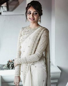 South Indian Blouse Designs for a Royal Bridal Look South Indian Blouse Designs, Bridal Blouse Designs, Sari Design, Saree Blouse Patterns, Saree Blouse Designs, Full Sleeves Blouse Designs, White Blouse Designs, White Saree Wedding, White Bridal