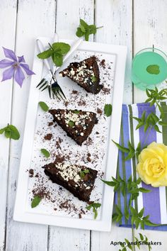 Simple Chocolate Cake |Apron and Sneakers