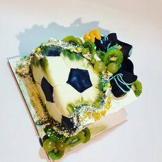 "11 To se mi líbí, 0 komentářů – Sladká Chaloupka (@sladka_chaloupka) na Instagramu: ""Fotbalista #fotbalovydorost #fotbalovydort #dortfotbal #futbolcake #futbolfaultlinecake…"" Cake, Desserts, Instagram, Food, Pie Cake, Tailgate Desserts, Pie, Deserts, Cakes"