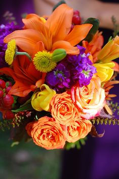 Vibrant flowers | Fall Wedding Inspiration | Pura Soul Photography