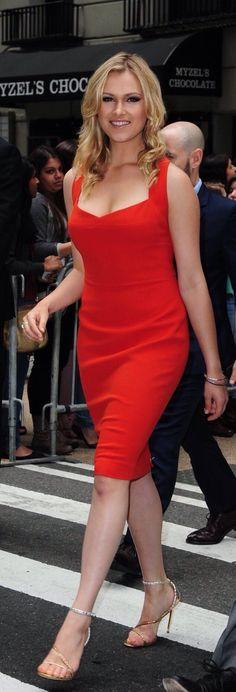 Is it just me or does it look like taylor aka clarke is wearing allie's dress Eliza Taylor Hot, Elisa Taylor, Eliza Jane Taylor Cotter, Jennifer Taylor, Clarke And Lexa, Taylor Dress, Celebs, Celebrities, Girl Crushes