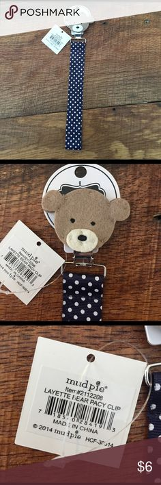 MudPie blue bear pacifier clip This adorable MudPie bear pacifier clip is from a boutique closeout and has never been used. Perfect for a baby shower gift! Mud Pie Accessories