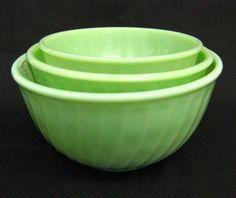 Jadite swirl mixing bowls.