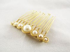 Bride Hair comb, Gold hair comb, Wedding hair accessories, Gold hair piece, Pearl hair clip, Wedding Jewellery, Bridal Hair Accessories Bride Hair comb, Gold hair comb, Wedding hair accessories, A tender, fine classic comb, features a width element that contains 7 cream Swarovski pearls inlay at varying sizes.  The Bridal pearl comb, made with fine 24K gold plated comb, NICKEL FREE.#bridecomb #bridal #haircomb