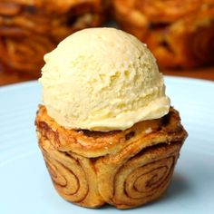 Get mesmerized with these mini swirly cinnamon pie, filled to the brim with cinnamon sugar coated apples. A fun spin on your traditional apple pie and perfect for individual servings! Serve warm with your favorite creamy vanilla ice cream.