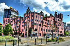 Magdeburg, Die Grüne Zitadelle. Friedensreich Hundertwasser, Green Architecture, Cozy Place, Gaudi, Cool Photos, Natural, Germany, Exterior, Inspiration