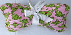 Fabric neck Bone Pillow Pink with Frogs makes a great stuffed ergonomic travel pillow gift. Great for reading, sleeping and traveling. Grandpa Gifts, Gifts For Mom, Pink Fabric, Cotton Fabric, Potato Bag, Neck Bones, Fabric Bowls, Neck Pillow Travel, Best Credit Cards