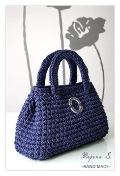 Great bag designed by Mirjana S. Free pattern download. Click on the British flag in the top right corner for English. -* ༺✿ƬⱤღ  http://www.pinterest.com/teretegui/✿༻