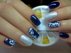 Luxurious royal manicure in blue and white silver palette is the envy of others, guaranteeing the universal admiration. Cold deep azure is diluted with war