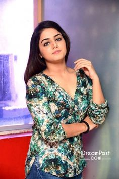 Image may contain: one or more people and people standing Beautiful Girl Indian, Most Beautiful Indian Actress, Beautiful Girl Image, Wamiqa Gabbi, Tamil Actress Photos, Celebrity Dresses, Celebrity Photos, Beauty Full Girl, Indian Beauty Saree